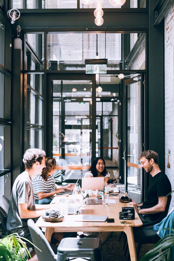 свадебное агентство. встреча в офисе, организовать свадебный банкет