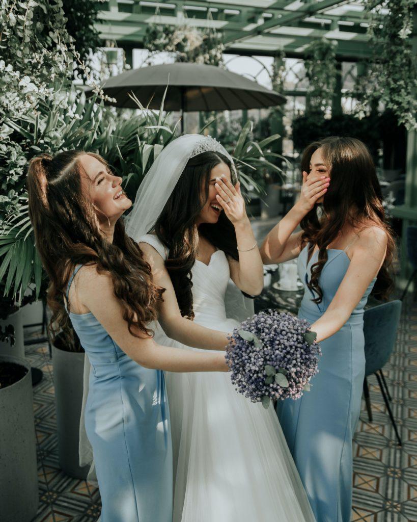 дружка невесты, подружки невесты, свадебный букет, платье дружки, невеста