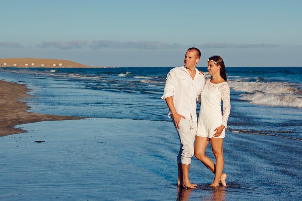 свадьба на островах, пляж, молодожены, море