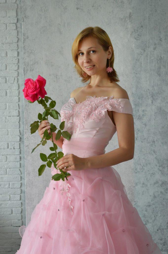дружка, розовое платье, дружка невесты, подружка невесты, невеста