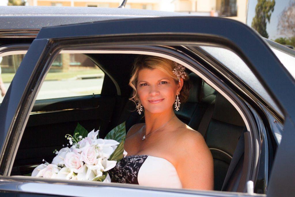 невеста, лимузин. цветы. организация свадьбы, подготовка