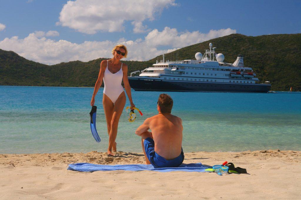 круизное судно, круиз, путешествия, медовый месяц, молодожены, на пляже