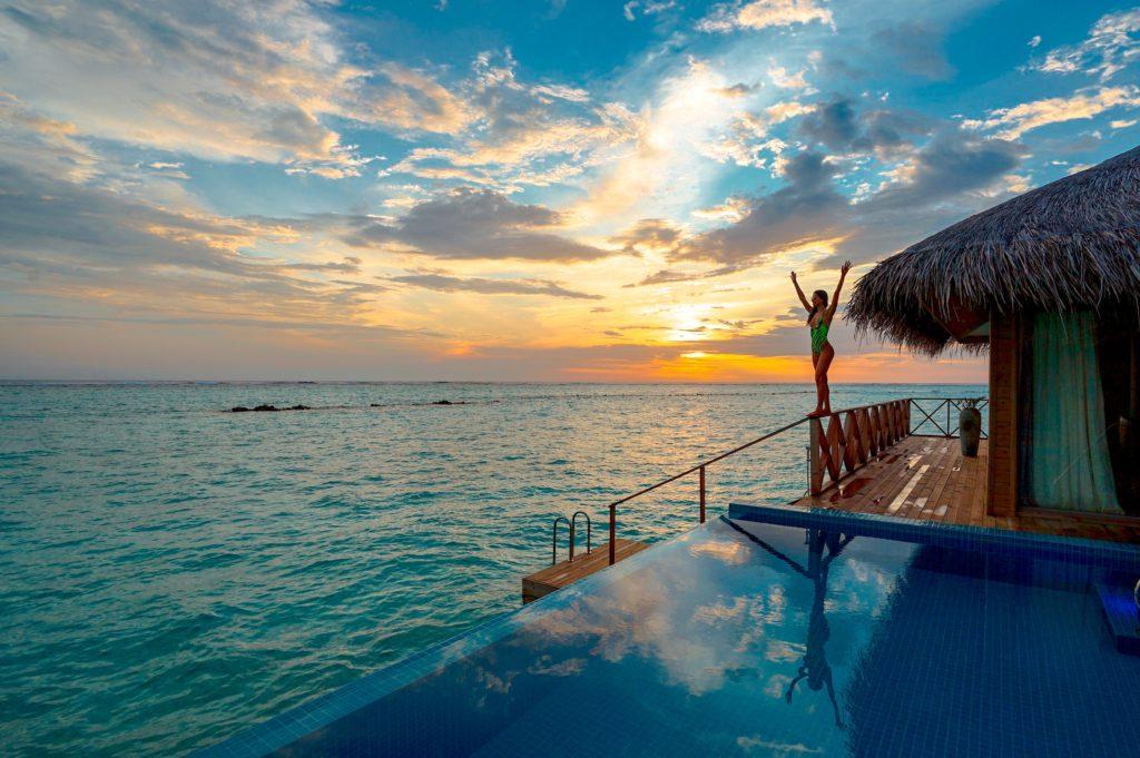 остров Бали, вилла на берегу, свадебное путешествие, девушка на закате, красивый закат, отдых на острове