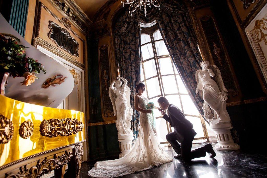стиль барокко, роскошная свадьба, невеста и жених