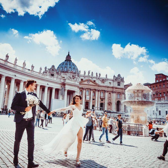европейская свадьба, молодожены, жених с невестой, свадебное платье
