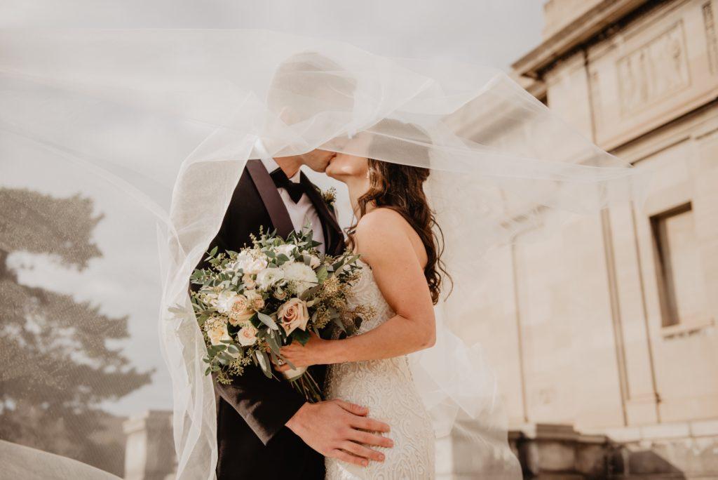 молодожены, свадьба, европейская свадьба, платье невесты